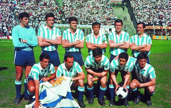 Plantel de Racing Club que en 1967 se salvó de morir en un vuelo de Bogotá a Medellín. (Recorte: revista Equipo)