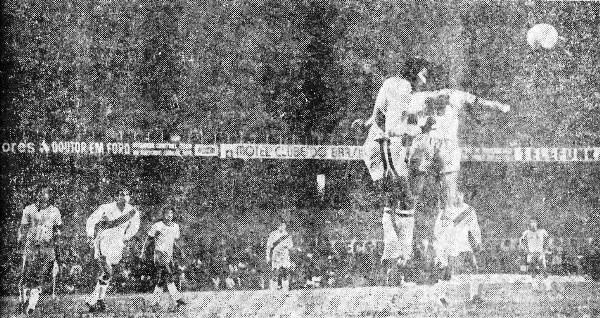 Meléndez le gana en el salto a Vanderlei. Al fondo, el abarrotado 'Mineirao' (Foto: revista Ovación)