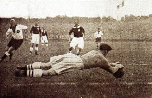 Alemania perdiendo contra Noruega en cuartos de final de los Juegos de Berlín. ¿No habría sido más lógico que Hitler buscara favorecer al país que presidía antes que a Austria? (Foto: revista Don Balón Perú)