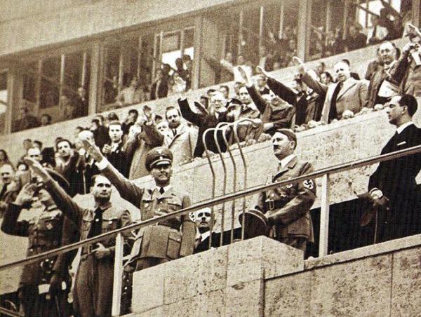 Adolf Hitler en la inauguración de los Juegos Olímpicos de 1936. (Foto: revista Don Balón Perú)