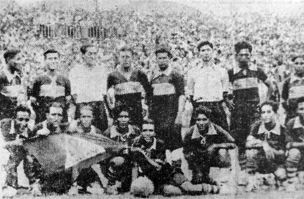 La selección de Sullana que se presentó por primera vez en Lima y que le ganó 2-1 al equipo de Piura (Recorte: diario La Crónica)