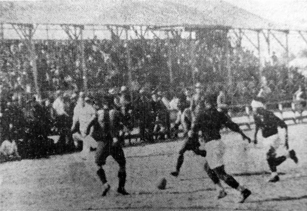 Aunque el campeonato culminó en 1936, todo comenzó un año antes con los partidos eliminatorios, como el que disputaron las selecciones de Trujillo y Chicama en la Grama de Mansiche (Recorte: diario La Crónica)