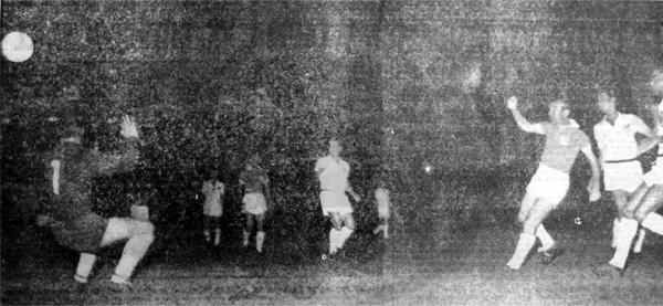 El empate que Cristal obtuvo ante Santos comenzó con este tanto anotado por Míguez (Recorte: diario La Crónica)