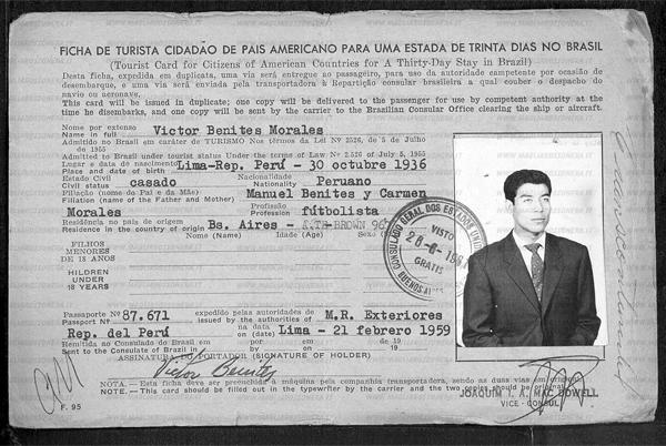 El permiso migratorio de Víctor Benites, un documento que comprueba la correcta escritura de su nombre (Foto: magliarossonera.it)