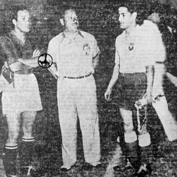 Los capitanes antes del Perú - Chile: Arturo Fernández y Raúl Toro. (Recorte: diario La Crónica)