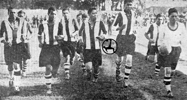 Koochoi a la cabeza del Alianza de Oro en 1931. Cuando jugaba, era el capitán del equipo, incluso por delante de Alejandro Villanueva. (Foto: diario La Crónica)