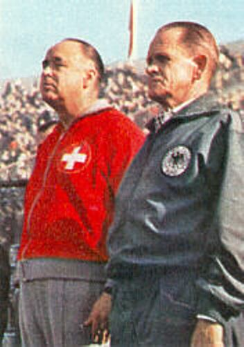 El suizo Karl Rappan, acá junto al mítico técnico alemán Sepp Herbeger en Francia 1938, fue el creador del llamado 'sistema de la cadena' (Foto: balletter.com)