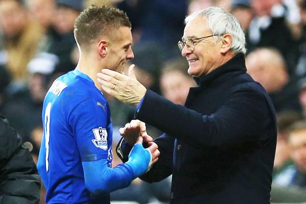 Vardy y Ranieri, dos personajes que se llevan las portadas de la Premier League en la actualidad. (Foto: The Sun)