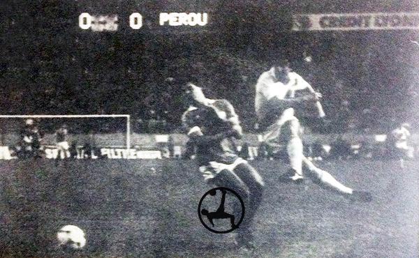 Oblitas formó parte de la línea de cuatro volantes en Perú. (Recorte: revista Ovación)