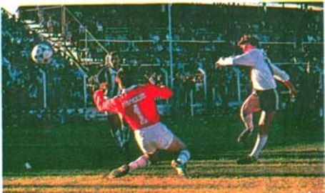 Su primer gol con River: frente a Chaco For Ever en 1990 (Foto: arielbeltramo.com)
