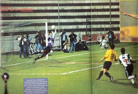 Su otra noche feliz en Alianza: cuando le anotó a Barcelona de Guayaquil por la Merconorte (Foto: revista Don Balón Perú, N° 27 pp. 10-11)