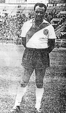 Acá con la camiseta de Deportivo Municipal, la cual vistió en 1959 (Foto: revista Gol)