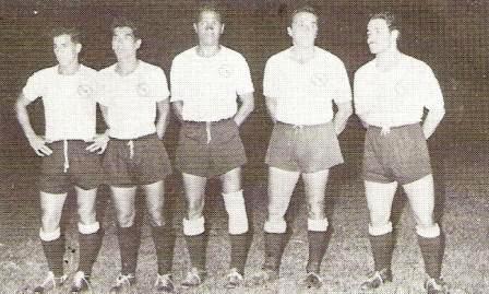Su periplo en el Perú se cerró en 1960, cuando vistió las sedas de Sport Boys. Es el cuarto desde la izquierda (Foto: libro ¡Vamos Boys!, Teodoro Salazar Canaval)