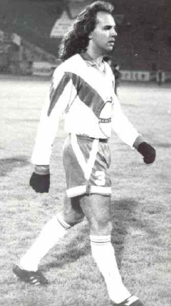 Con la camiseta del San José de Oruro, equipo con el que jugó la Libertadores en 1993 (Foto: coralbolivia.com)