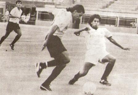 A la carga en su primer cotejo con camiseta de Sport Boys, frente a UTC en la primera fecha del Descentralizado 1993 (Foto: revista Estadio)