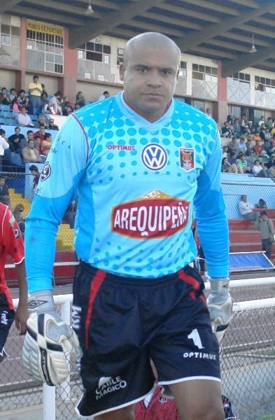 Jorge Damián Rodríguez fue el único jugador -no solo extranjero, sino en general- de todos los participantes en la temporada 2008 que jugó los 90 minutos de cada uno de los 52 partidos disputados. El golero de Melgar es garantía de seguridad (Foto: Prensa FBC Melgar)