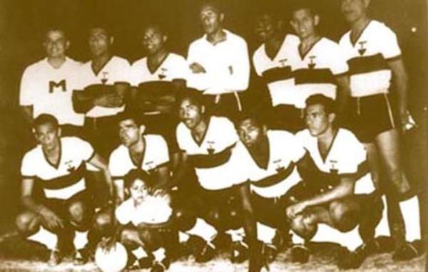 El once de Iqueño que campeonó en 1957 tras vencer 2-1 a Universitario. De pie: Castro, Allen, Cárpena, Donayre, Arce y Del Valle. Hincados: Montenegro, Linazza, Olaechea, Palomino y Quiñónez (Foto: archivo José Augusto Giuffra)