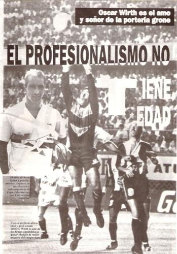 Aunque recibió duras críticas de un sector de la prensa local, también muchos reconocieron su alto profesionalismo (Recorte: revista Estadio)