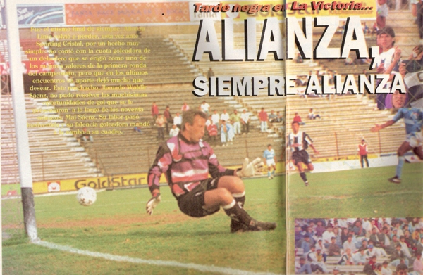 Recibiendo el gol del 'Machi' Pinillos en la última fecha del Descentralizado 1994. Fue el penúltimo partido de su carrera (Recorte: revista Estadio)