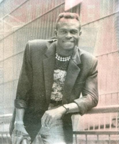 ¿Antonio Cartagena? No, es Benji, quien posó así para la prensa de la época, a la que le llamaba la atención el parecido del nigeriano con el conocido salsero (Foto: revista Estadio)