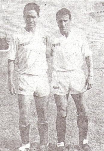 Con Roberto Martínez, en una de las pocas postales que dejó en el Lolo Fernández (Recorte: diario Ojo, suplemento deportivo Crack)