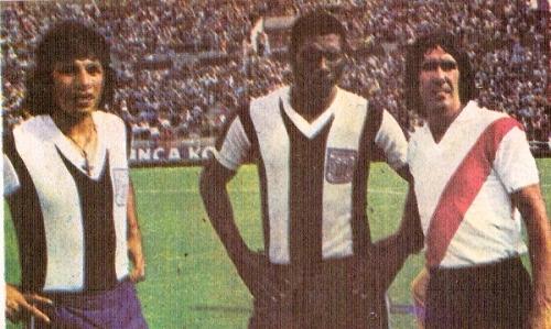 Junto a Moisés Palacios y a Javier Castillo antes de un amistoso Alianza Lima - River Plate en Matute (Recorte: revista Ovación)