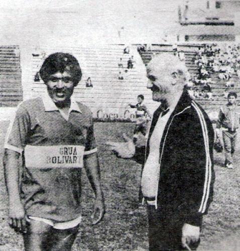 Con Hugo Sotil en el campo, llegó a Primera con Los Espartanos desde la Copa Perú (Recorte: revista Ovación)