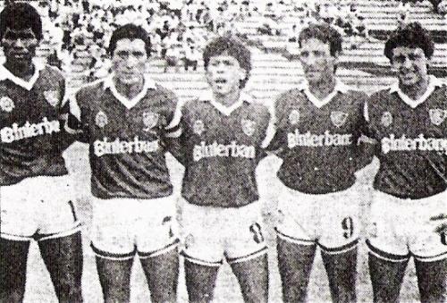 Sistema ofensivo de Defensor Lima en 1989: Ricardo Zegarra, Édgar Agui, José Pajuelo, Victorino y Gustavo Vílchez (Recorte: diario La Crónica)