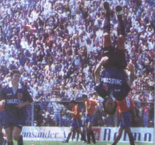 En enfrentamiento ante Unión Española, el 'Bombero' Ibáñez ensaya su acrobática celebración: el doble mortal, ese del que más se recuerda de su paso por el Perú (Foto: Fotolog)