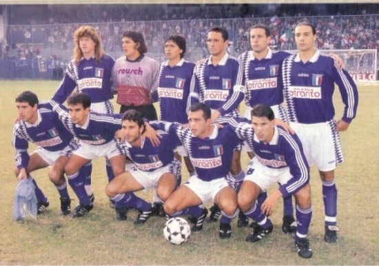 Con el Deportivo Italiano que dirigía Caruso Lombardi, campeón en 1996 (Foto: revista El Gráfico Argentina)