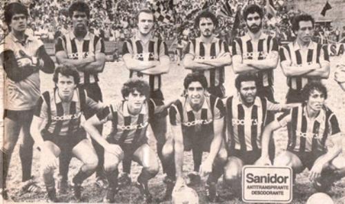 En la temporada 1987, Gustavo Machaín se enfundó la neroazzura del Liverpool. En la imagen, es el tercero de los parados de izquierda a derecha (Foto: blogger.com)