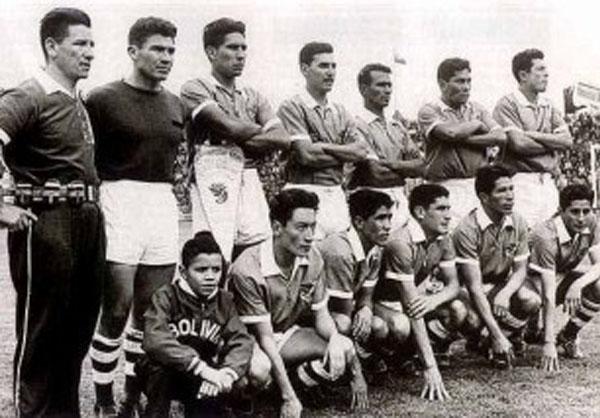 Con la selección boliviana, de la que fue uno de sus puntales durante la década de los sesenta (Foto: noticiasfides.com)