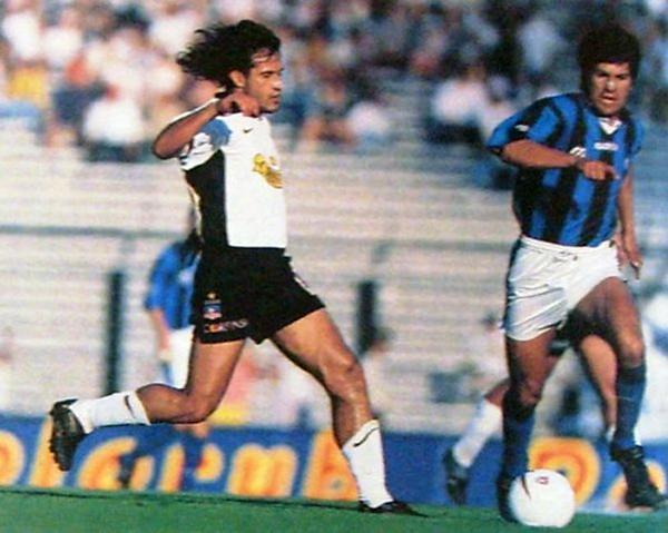 La mejor etapa de su carrera como futbolista la vivió con Colo Colo, club en el que alcanzó la plenitud de su rendimiento. (Foto: fotolog.com)