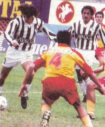 Gerson Lente en su partido más efectivo con camiseta de Ciclista: le hizo tres a San Agustín. (Foto: revista Estadio)