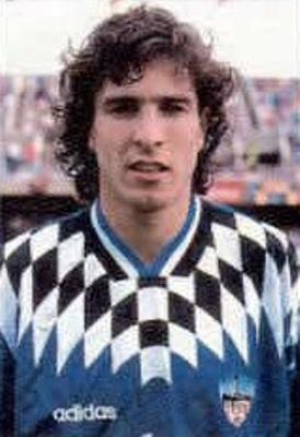 La camiseta del Lleida español fue la más importante que vistió en el exterior. (Foto: revista Don Balón)