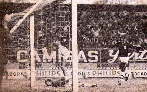 Los gritos de gol de Vinha de Souza se repitieron una y otra vez en las tres temporadas que duró su primera etapa con Cristal (Recorte: revista Ovación)