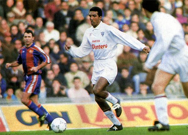 El Albacete lo tuvo por poco tiempo a Nilson Esidio en 1994 (Recorte: revista Don Balón Perú)