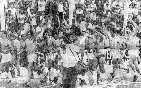La vuelta olímpica de Gimnasia y Esgrima de La Plata luego de superar a Racing Club y con Carlos Castagneto a la extrema derecha (Foto: gimnasia.org.ar)