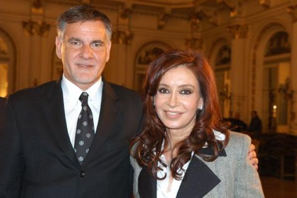 La actualidad de Carlos Castagneto, lejos del look de arquero y del lado de la política junto al partido de Cristina Fernández de Kirchner (Foto: Agencia Nova)