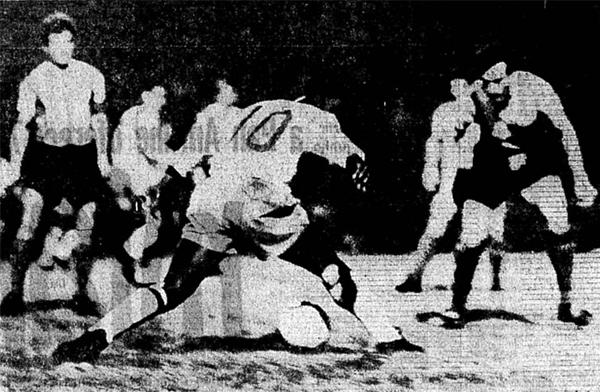 El '10' de Pelé frente a la marca que impartió José Mesiano el día que Argentina venció de visita a Brasil (Recorte: Jornal do Brasil)