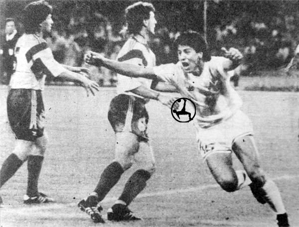 El gol de Monzón a Rumania que al final le dio la clasificación a la Argentina a los Octavos de Final del Mundial de Italia (Recorte: diario La Crónica)
