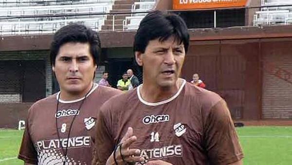 Pedro Monzón como técnico de Platense en 2013 (Foto: cap.org.ar)