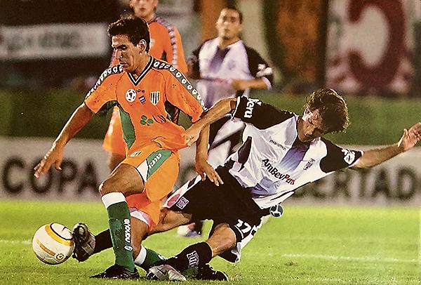 La Copa Libertadores con Alianza Lima tampoco le resultó una buena experiencia a Gustavo Barros Schelotto. Sin embargo, duró menos que la agonía del Descentralizado. (Foto: revista El Gráfico Perú)
