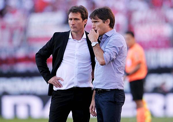 Gustavo Barros Schelotto vuelve al Perú, esta vez al lado de su hermano, para el Alianza Lima - Boca. ¿Acaso el destino se encargará de darle una alegría a los blanquiazules con la presencia -ahora al frente- del 'Mellizo'? (Foto: Diario Xeneize)
