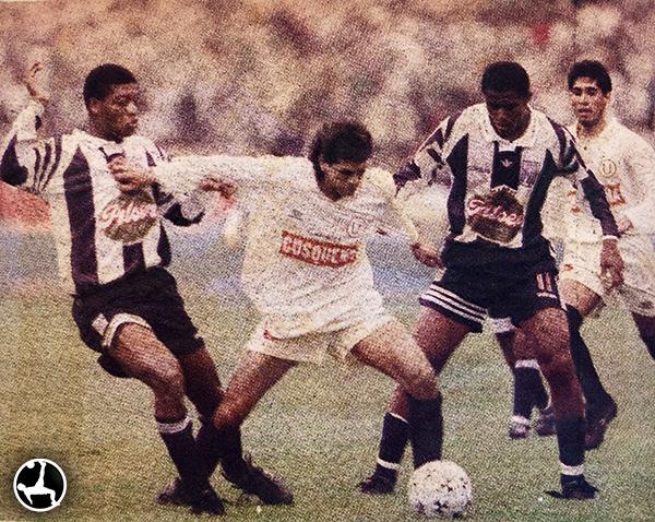Careca demoró un poco para adecuarse al fútbol peruano. En su debut amistoso fue volante ofensivo. (Recorte: Suplemento Deporte Total, Diario El Comercio)