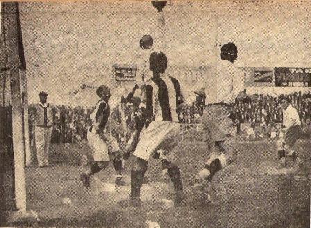 Pardón en acción durante el Sudamericano de Lima, frente a Uruguay (Foto: revista Equipo, N° 123 p. 7)