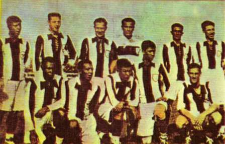 La primera selección peruana de la historia, con Pardón en el arco, en el Sudamericano de 1927 (Foto: álbum Fútbol de Ayer y Hoy)