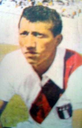 Con la blanquirroja participó en tres Sudamericanos (Foto: álbum Fútbol de Ayer y Hoy)