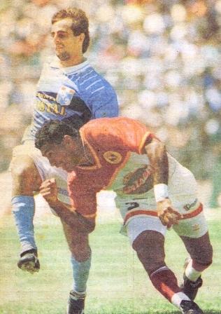 Ya con chompa de Torino, a la marca de Julinho en la temporada 1996 (Foto: diario El Comercio, suplemento Deporte Total)