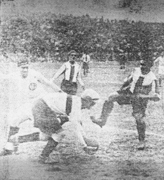 Clásico de 1933, temporada en que Alianza Lima obtuvo el tricampeonato (Recorte: diario La Crónica)